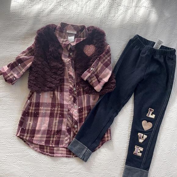 Vest, leggings and shirt
